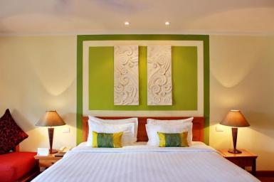 lit emerald cove hotel